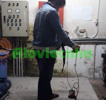 Thợ dò tìm rò rỉ đường ống nước tại KCN