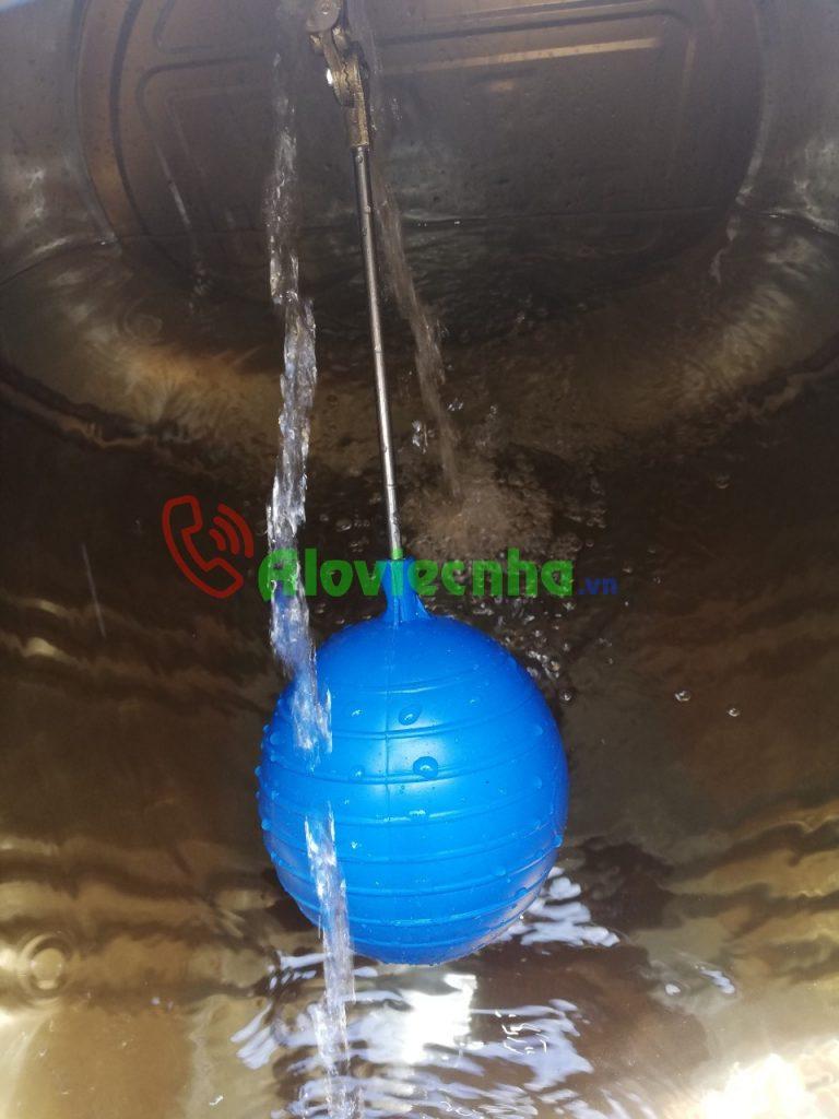 Lắp đặt phao chống tràn cho bồn nước giúp tiết kiệm điện