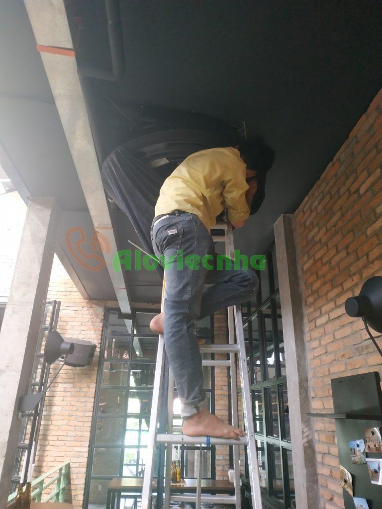 Dịch vụ vệ sinh máy lạnh âm trần tại TPHCM