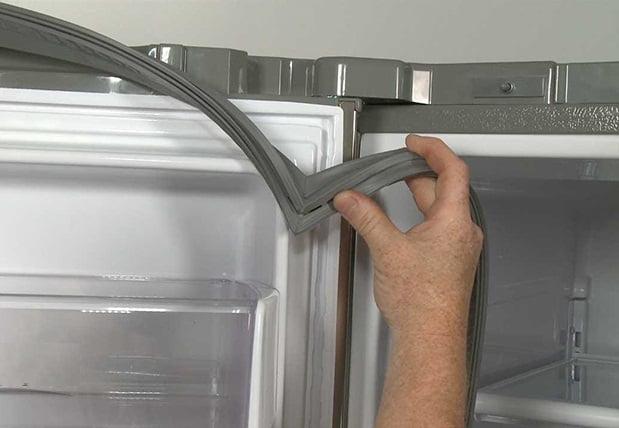 Cửa tủ lạnh đóng không kín hay bị hỏng