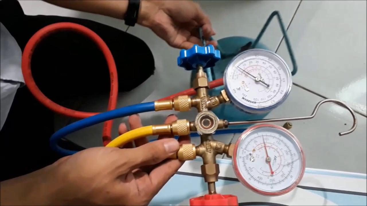 Kiểm tra lượng gas bằng thiết bị chuyên dụng