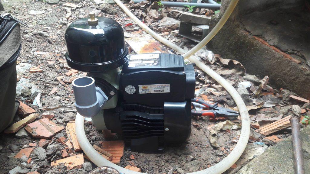Lắp đặt máy bơm tăng áp giá rẻ tại HCM