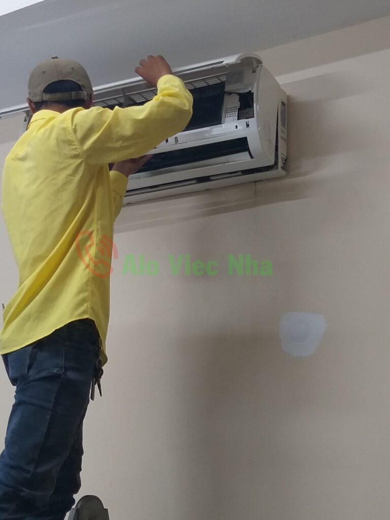 Sửa máy lạnh treo trường tại nhà