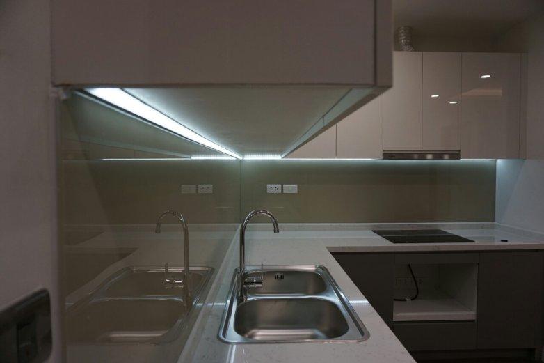 Thi công đèn led tủ bếp